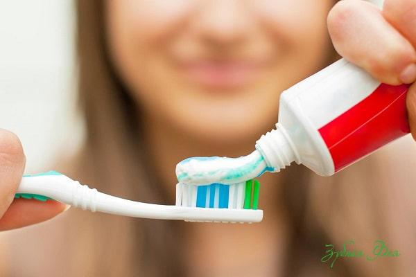 неправильная гигиена полости рта - появление клиновидных дефектов